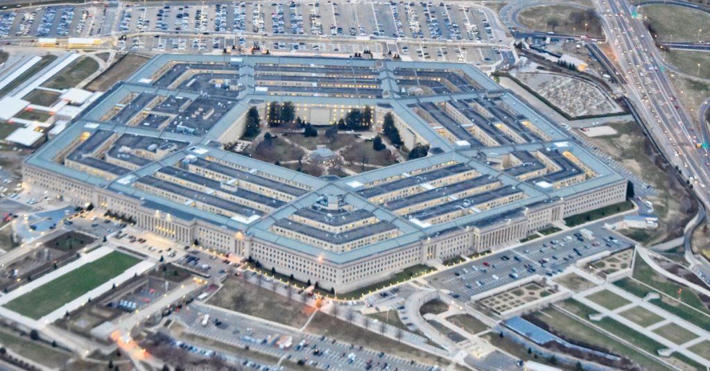 Pentagon vraj vyvinul mikročip, ktorý identifikuje COVID-19 v tele skôr, ako zaútočí
