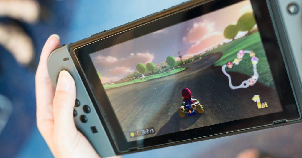 Inžinieri vyrobili citlivúrobotickú ruku, ktorá dokáže hrať hru Super Mario a vyhráva