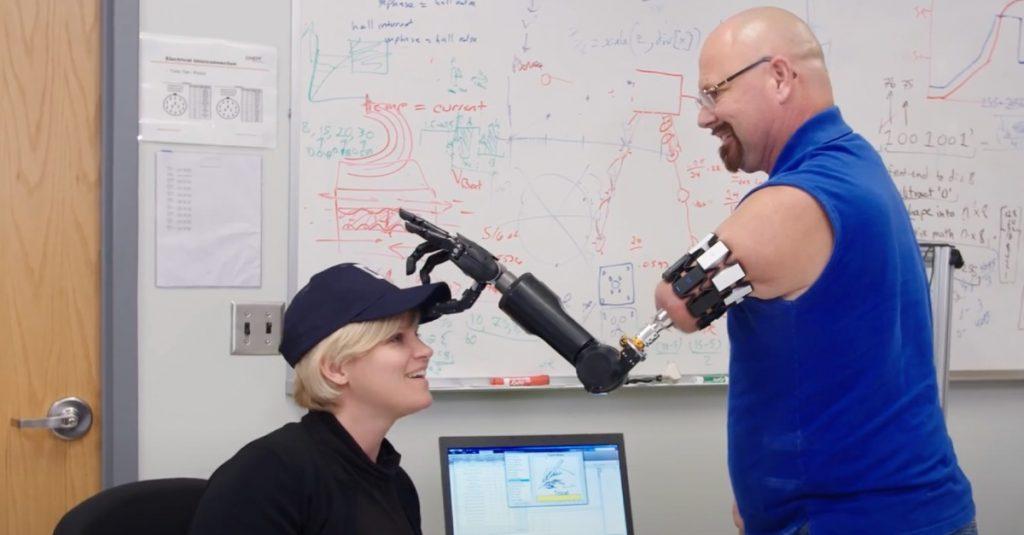 Najnovšie protetické náhrady ruky: Inovácie pre jednoduchší a samostatnejší život